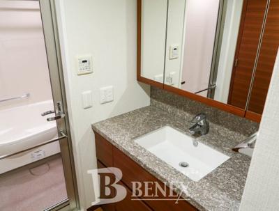 Brillia新宿余丁町の洗面所です