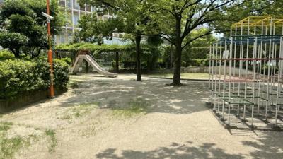 お子様も喜ぶ公園がございます。