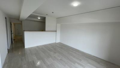 ホワイトオークな床材のカラーで今流行りの塩インテリアも可能です☆