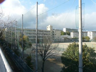 箕面市立第6中学校です♪ 物件から徒歩約13分です♪