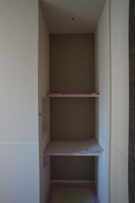 LDKに入る正面にあるデスクコーナーです(施工中 他室です)