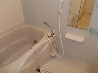 追い焚き・浴室乾燥機完備。