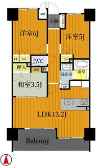 3LDK間取りで各部屋収納付きです。リビングガス床暖房(ヌック)、浴室暖房乾燥機(ミストカワック)、大理石天板仕様システムキッチンは出幅広々カウンター式(食洗機付)です。南向きで陽当たり眺望良好です。