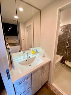 ガス浴室暖房乾燥機付でミストカワックも装備しております。