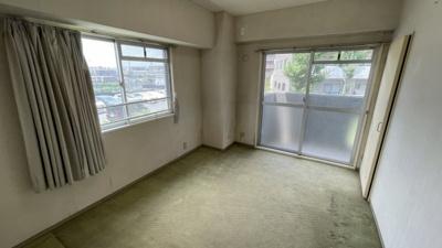 洋室A窓とバルコニー付きで最高良好です。