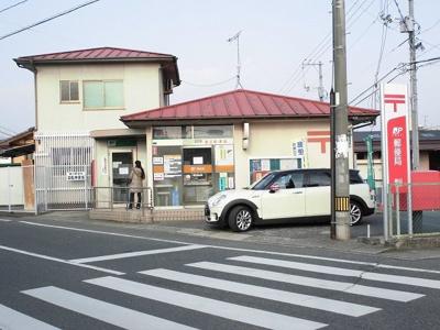 春日郵便局まで533m
