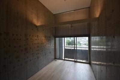 【洋室】圧倒気な天井の高さデザイナーズ ZOOM麻布十番