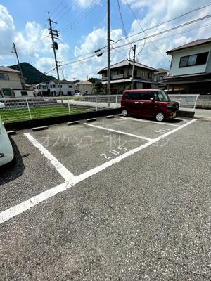 【駐車場】クインシィー8