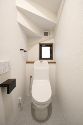 1階 トイレ 温水洗浄機能付き便座