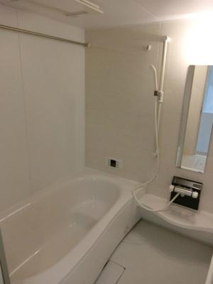 追い焚き機能・浴室暖房乾燥機&物干しバー付きバスルーム♪お風呂に浸かって一日の疲れもすっきりリフレッシュ♪