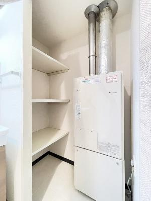 洗面所にある棚です♪洗剤のストックやタオルなどのリネン用品を置いても良いですね♪