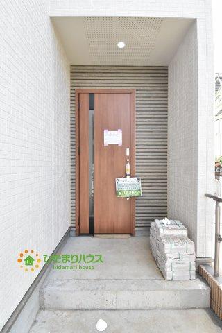 【玄関】桶川市末広3丁目 新築一戸建て 01