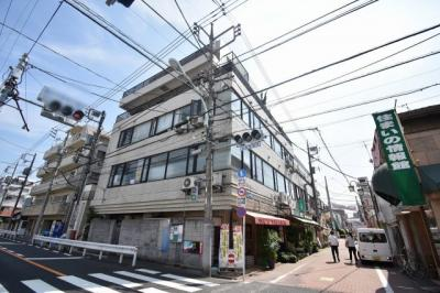 総戸数33戸、昭和58年12月築、管理人は自主管理につき管理費を安く抑えられます。