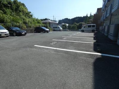 【駐車場】グランドヒルズ