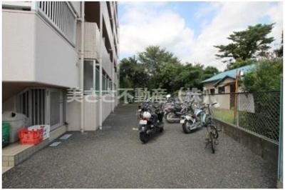 バイク無料で駐輪できます