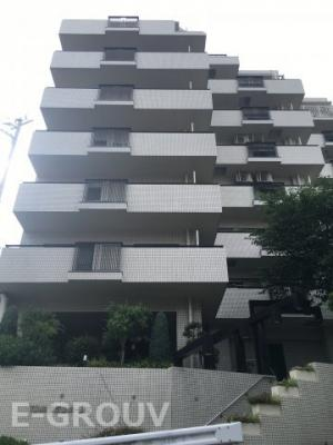 藤和諏訪山ホームズの建物外観です