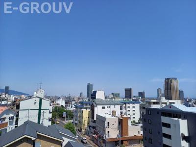 物件からの眺望写真です!神戸市内が一望でき、東側には六甲山系も望めます!南向きで陽当り良好です!