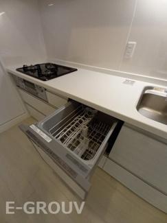 食器洗い乾燥機付きのシステムキッチン。毎日の食器洗いが楽になり、手洗いよりも節水ができて便利です!