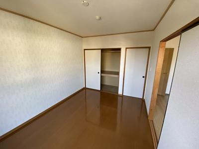 収納スペースのある洋室6帖のお部屋です☆荷物をたっぷり収納できてお部屋がすっきり片付きます☆