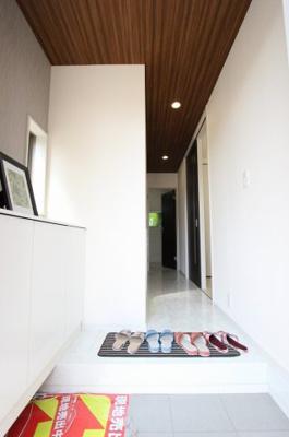 玄関です:建物完成しました♪毎週末オープンハウス開催♪八潮新築ナビで♪