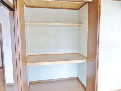 洋室の収納 (写真は反転イメージです)