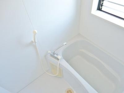 窓付きお風呂 (写真は反転イメージです)