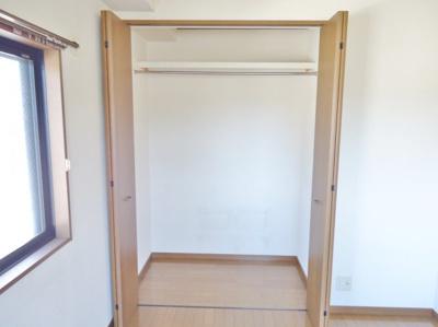 洋室6帖の収納 (写真は反転イメージです)