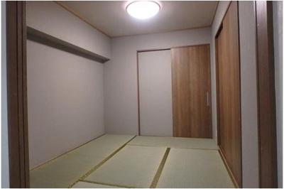 リビングに隣接した和室です。両面の収納をご利用いただけます。お子様の遊び場やお昼寝場所、作業スペースなどにご利用いただけます。