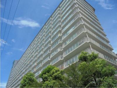 《3WAYアクセス可》JR大阪環状線「天満」駅より徒歩4分!専用庭付で開放感がある、地上14階建の1階部分です。コンビニやスーパーが徒歩5分圏内にあります。