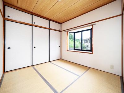 4.5帖和室は明るい出窓採光です