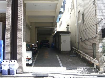 駐車場、ゴミ集積所