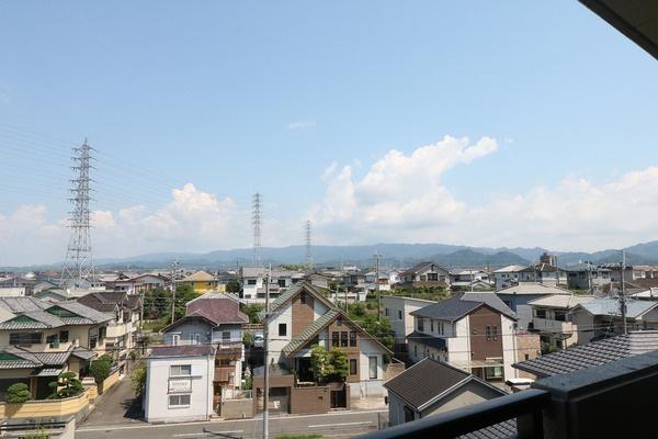 【バルコニーからの眺望】 バルコニーからの眺望です。周辺は静かな環境で住宅が多いです♪