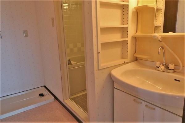 【洗面室】 広々とした洗面スペースです♪