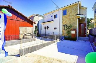 神大寺小学校・コンビニ・・スパーも近く、利便性の良い立地です。 静かな住宅地で住環境も良好。