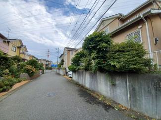 船橋市馬込町 中古一戸建て 馬込沢駅 前面道路は約6mのため、お車の出し入れがしやすいです!