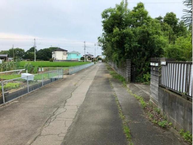 【前面道路含む現地写真】加須市上種足 中古一戸建て