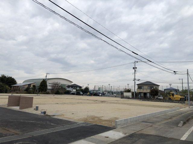 前面道路含む現地写真です。(2020.12.11撮影)