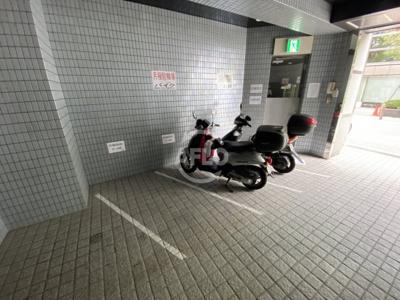 若杉センタービル本館 バイク置場