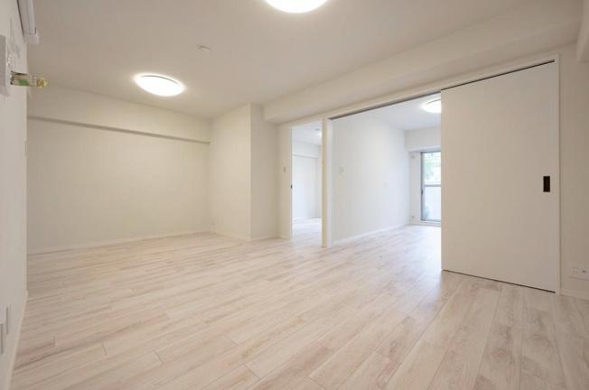 田端スカイハイツ:約13.9帖のリビングダイニングキッチンの隣には洋室1と洋室2が付いております!