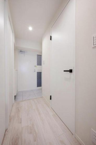 田端スカイハイツ:白を基調とした明るい玄関廊下です!