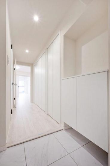 田端スカイハイツ:玄関廊下は収納豊富なので靴などたくさん収納できます♪