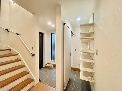 no1 玄関収納から室内への導線もスムーズです!