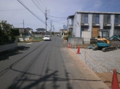 【前面道路含む現地写真】深谷市上柴町西3丁目 1050万 分譲地