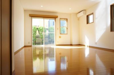 13.8帖のきれいな洋室。