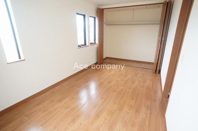 【2階:洋室7.5帖】バルコニーに面したお部屋です☆
