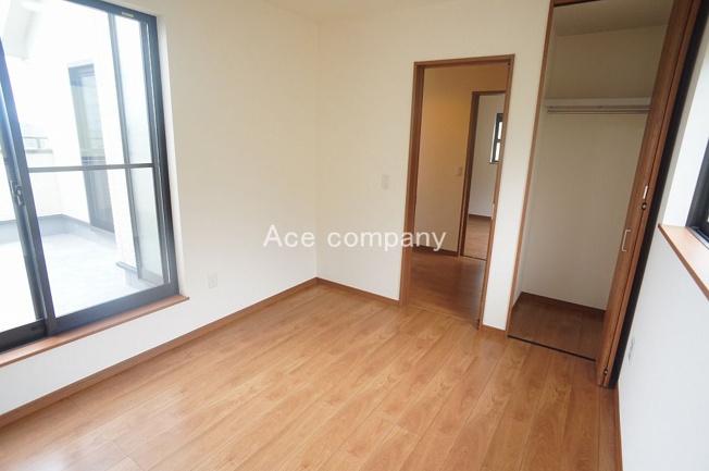 【2階:洋室4.5帖】バルコニーに面したお部屋です☆