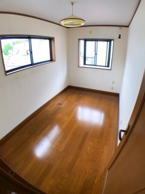 ●3階北側約5帖の洋室です♪ 〇北側、東側に建物ございませんので陽当り良好です♪