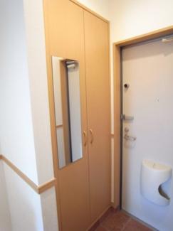 玄関はシューズボックスも完備