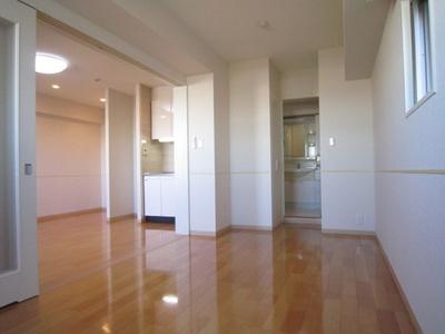収納スペースのある洋室9.3帖のお部屋です!荷物をたっぷり収納できてお部屋がすっきり片付きます☆