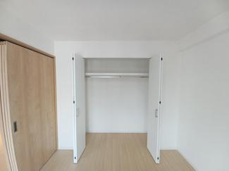 稲毛ファミールハイツ1号棟 コートなども楽々収納できるクローゼットです!
